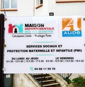 Panneau de la maison départementale des solidarités à Carcassonne dans l'Aude