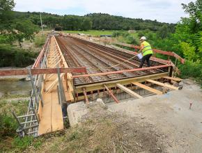 La quatrième phase du chantier de reconstruction du pont de Verzeille consistera en la réfection de la chaussée.