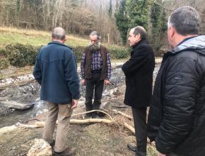 Travaux suite aux inondations de janvier 2020 secteur d'Axat dans l'Aude. Visite d'André Viola, président du conseil départemental de l'Aude.