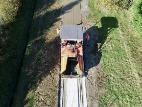 Photo aérienne du chantier de construction de la voie verte entre Sainte-Colombre-sur-l'Hers et Chalabre.