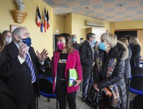 Le maire de Villegailhenc Michel Proust a détaillé le projet de reconstruction de la commune et du pont.