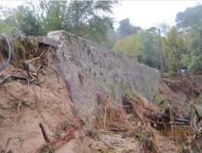 Le mur de soutènement du pont de Verzeille avait été en partie emporté.