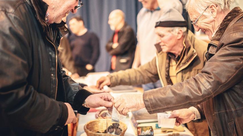 villeneuve-minervois-2019-01-marche-truffe-vente-cr-vincent-photographie-adt-aude