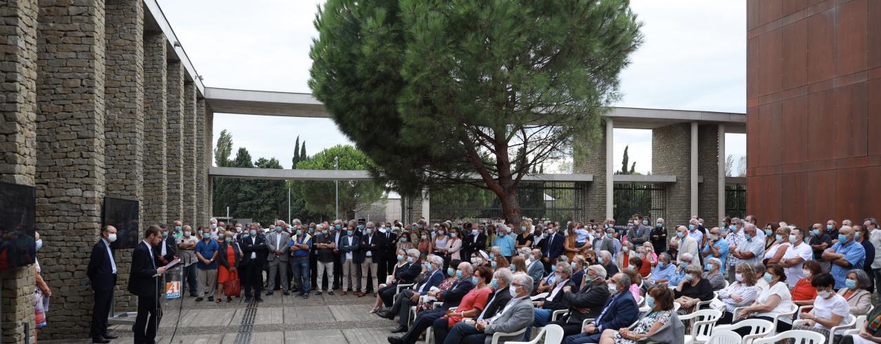 Assistance présente à l'hommage à Marcel Rainaud.