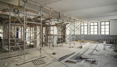Le chantier de construction du restaurant scolaire Le Bastion à Carcassonne.